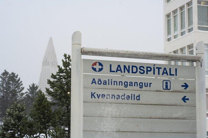 Ljósmæðrafélagið hefur aflýst yfirvinnubanninu sínu.