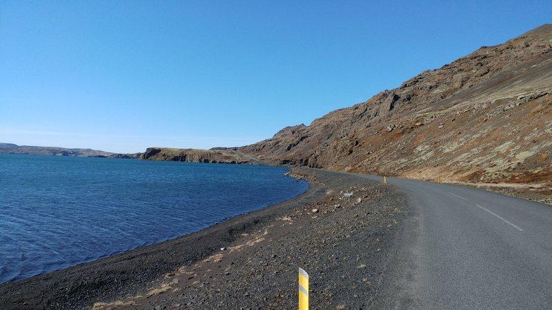 Enn að mestu laust við Lúpínu við Kleifarvatn.