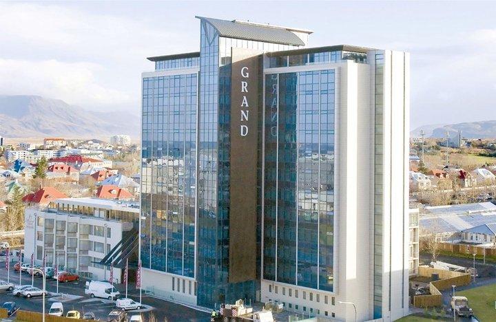 Grand hótel í Reykjavík. Fjöldi hótelgistinga hefur aukist um 4%, en gistinætur aukast mest meðal íslenskra ferðamanna.