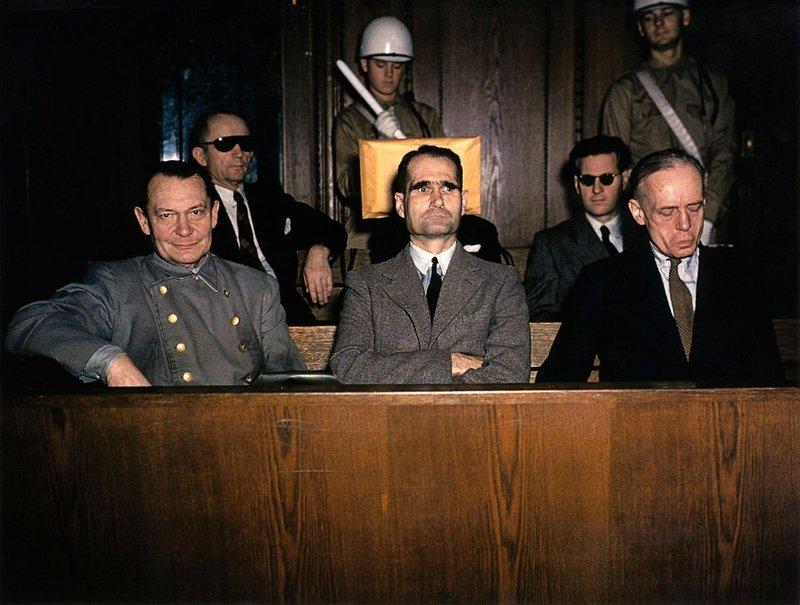 Frá réttarhöldunum í Nürnberg. Þar var Hess dæmdur í ævilangt fangelsi.