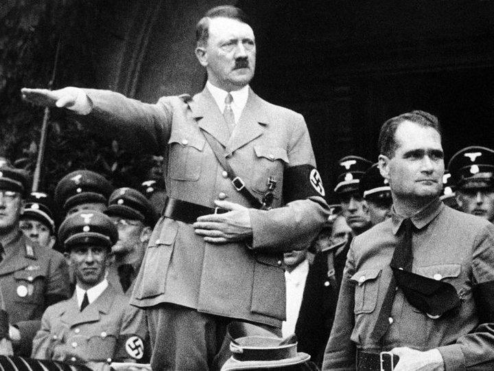 Rudolf Hess var einn af fyrstu fylgjendum Adolfs Hitlers og var hans hægri hönd allt fram á stríðsárin.