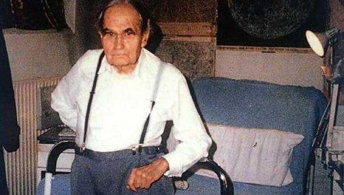 Hess var í haldi í Spandaufangelsinu í Vestur-Berlín þangað til að hann stytti sér aldur 93ja ára gamall, árið 1987.