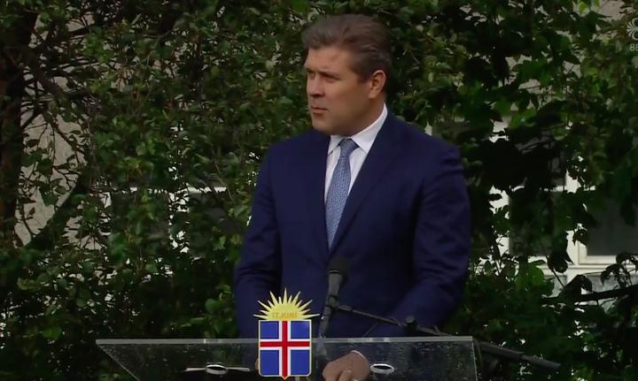 Bjarni Benediktsson forsætisráðherra á Austurvelli í dag.