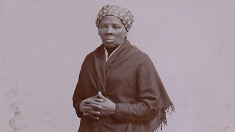 Tubman lést í hárri elli árið 1913. Hún hafði þá markað sinn varanlega sess í sögu Bandaríkjanna fyrir baráttu sína fyrir mannréttindum.