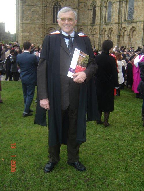 Þórarinn er hér við Durham háskóla, við útskrift úr MBA námi, árið 2006.