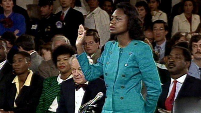 Anita Hill steig fram þegar Clarence Thomas hafði verið tilnefndur til embættis hæstaréttardómara og sakaði hann um kynferðislegt áreiti. Mál þeirra endurómar enn í dag, aldarfjórðungi seinna.