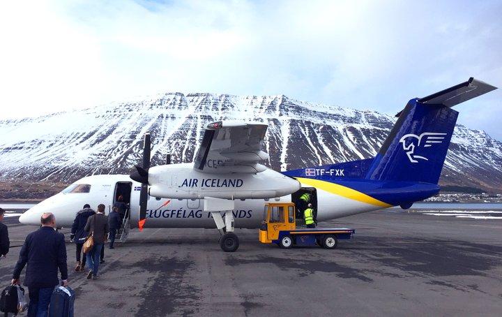 Flugfélag Íslands hefur haft tvær minni gerðir Bombardier-véla í áætlunarflugi enda henta stóru vélarnar þrjár ekki til lendingar á Ísafirði, í Nuuk eða í Ilulissat. Hér má sjá Bombardier Dash 8-Q200.