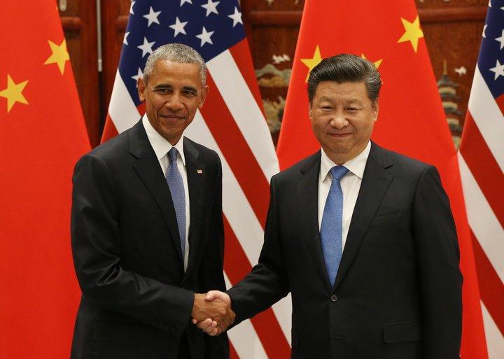 Barack Obama og Xi Jinping stilla sér upp fyrir ljósmyndara við komu Obama til Hangzhou í Kína. Um helgina fór þar fram leiðtogafundur 20 stærstu iðnríkja heims.