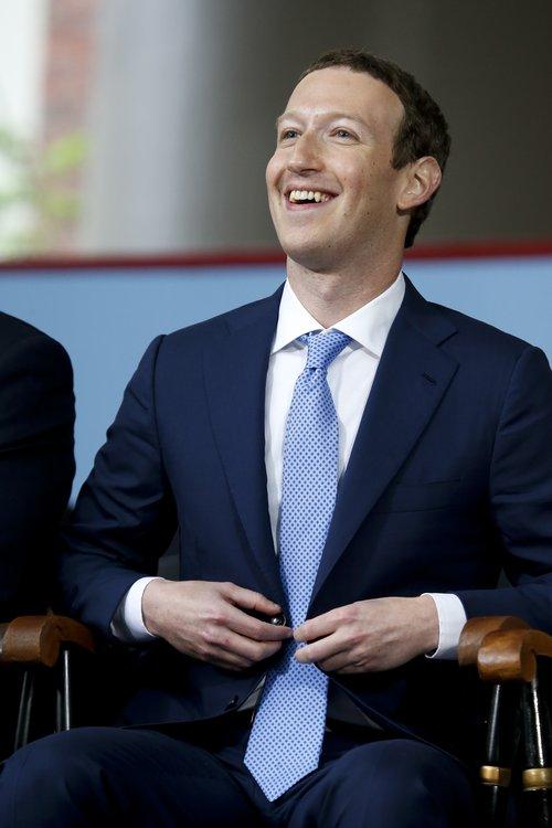 Mark Zuckerberg, framkvæmdastjóri Facebook, hlaut nýverið heiðursnafnbót við Harvardháskóla í Bandaríkjunum.