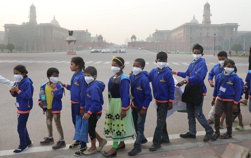 Börn mótmæla mengun í Nýju-Delhi Mynd: EPA