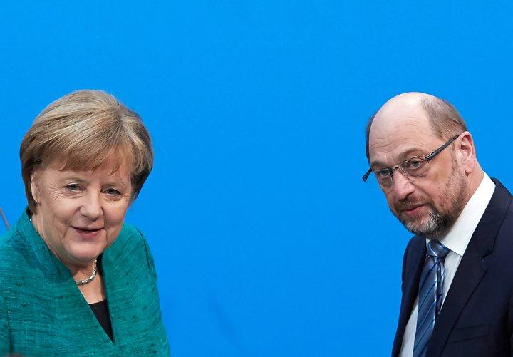 Angela Merkel og Martin Schulz eru mögulega að fara að mynda ríkisstjórn.