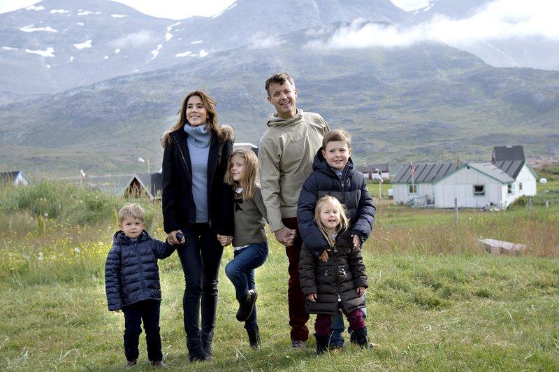 Friðrik, Mary og börnin þeirra fjögur. Mynd: EPA