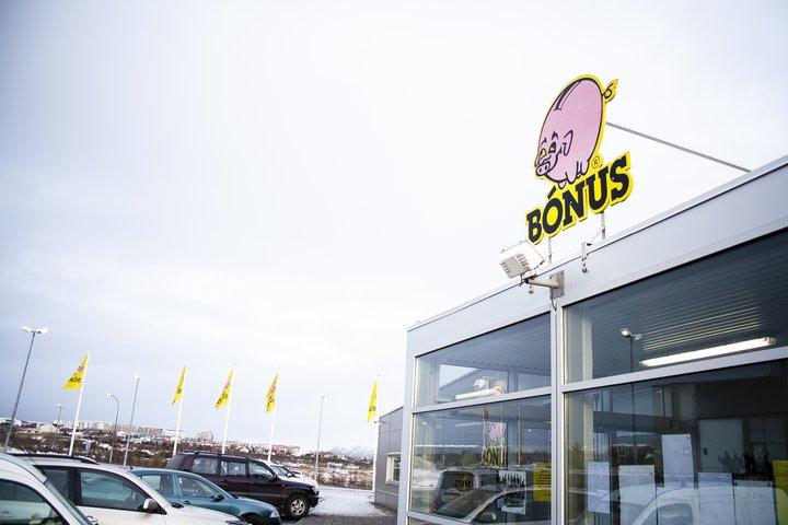 Bónus er stærsta matvöruverslanakeðja landsins. Og krúnudjásn Haga.