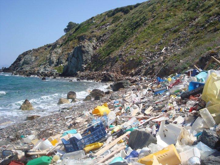 plast í sjó