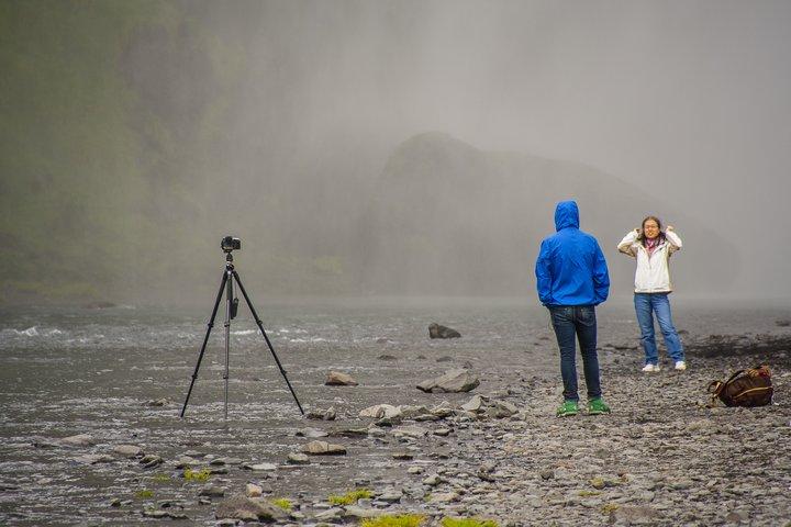 Ferðamenn við Skógafoss.